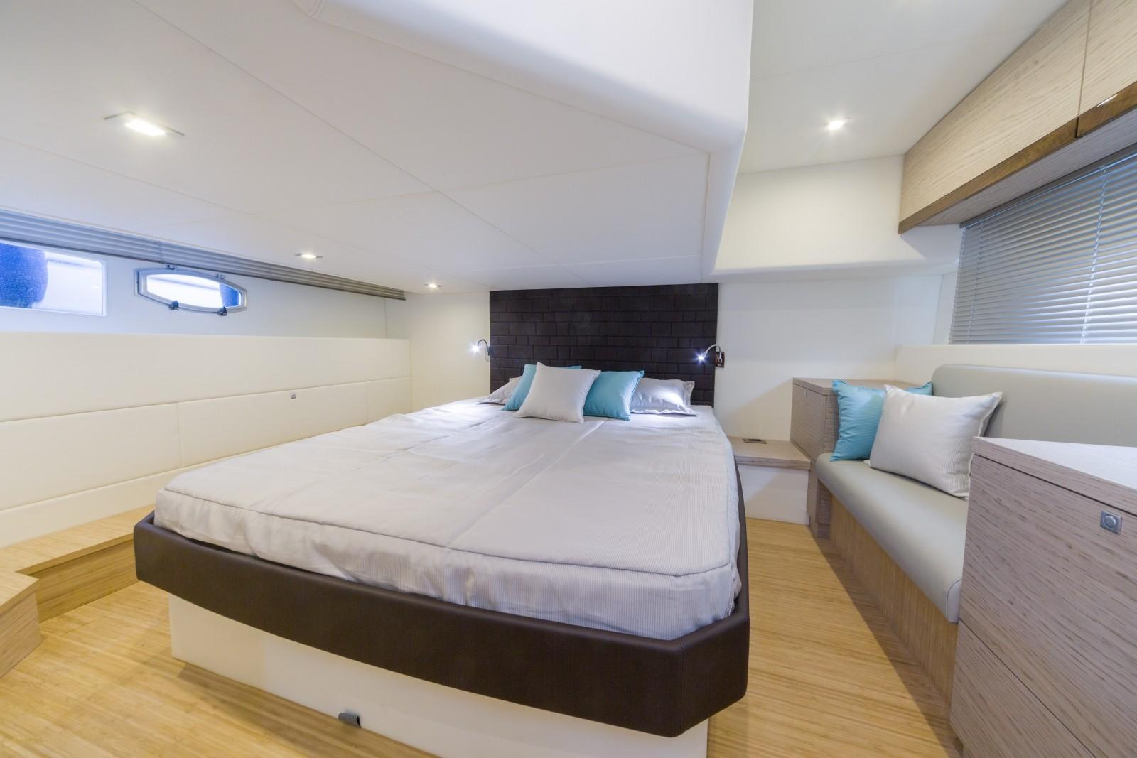 Aluminium Venetian Blinds Installed in Yacht Master Cabin